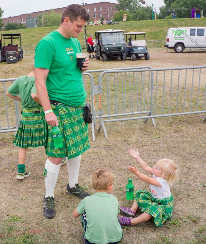 IrishFairFamily-2-01102015